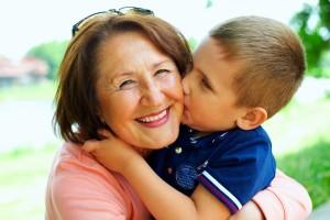Soutient éducatif et affectif entre grand mère et son petit fils