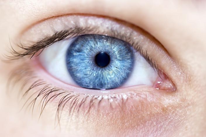 deux personnes ont déjà bénéficié de l'opération d'œil bionique