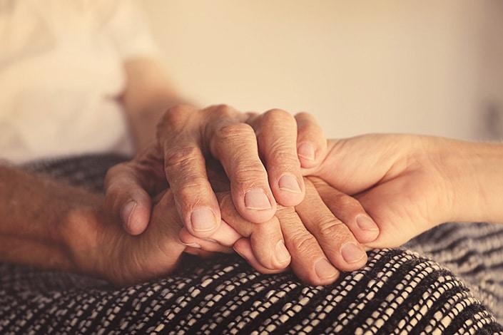 Mieux traverser le deuil, un service d'écoute du deuil et de retransmission des obsèques en direct MILTIS